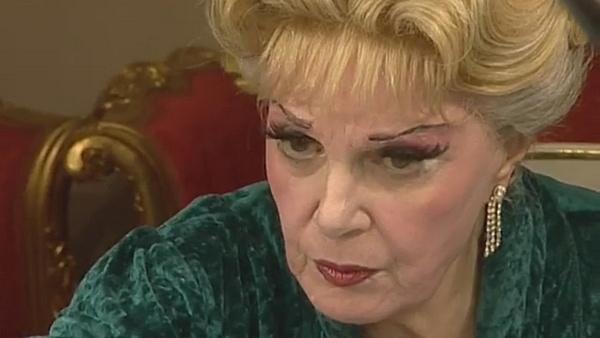 Вот уже много лет Элина Быстрицкая живет одна
