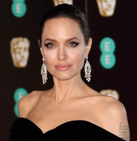 Анджелину Джоли могут лишить родительских прав