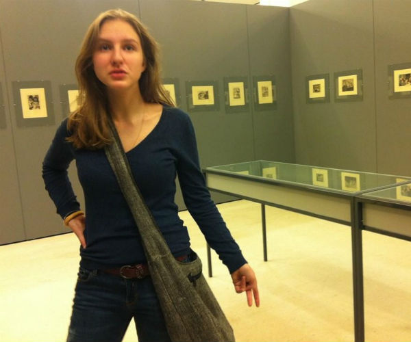 Полина на выставке в компании Максима