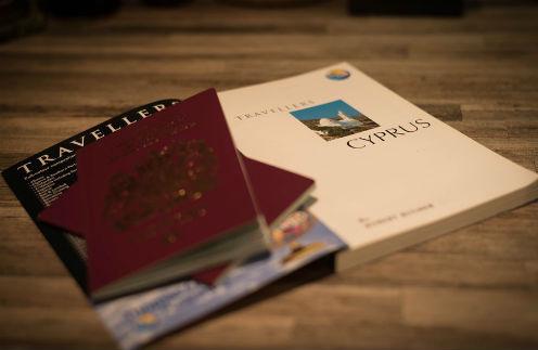 Опрос: чье звездное фото на паспорт вызывает улыбку?