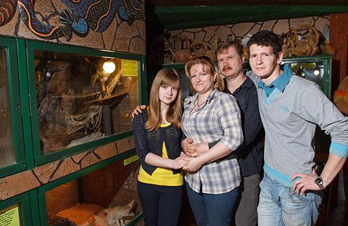 Зоопарк – семейное дело Ивушкиных. На фото (слева направо): Саша, Людмила, Вадим и Женя