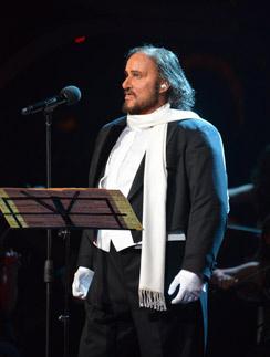 Глеб Матвейчук в образе Лучано Паваротти