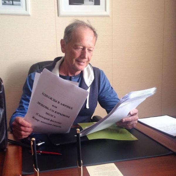Михаил Задорнов во время работы над сценарием