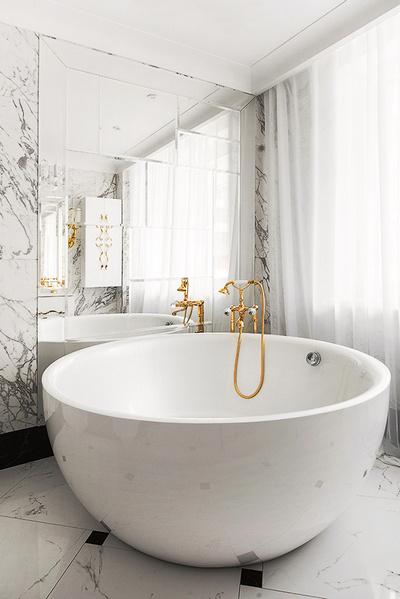 Нетипичная ванна добавляет интерьеру эксклюзивности