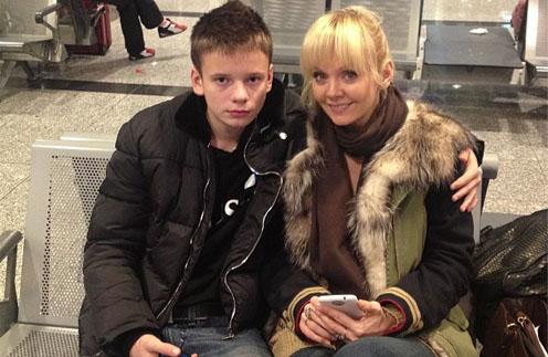 Валерия с сыном Арсением в аэропорту: к отдыху готовы!