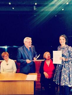 Сати получает диплом в ГИТИСе