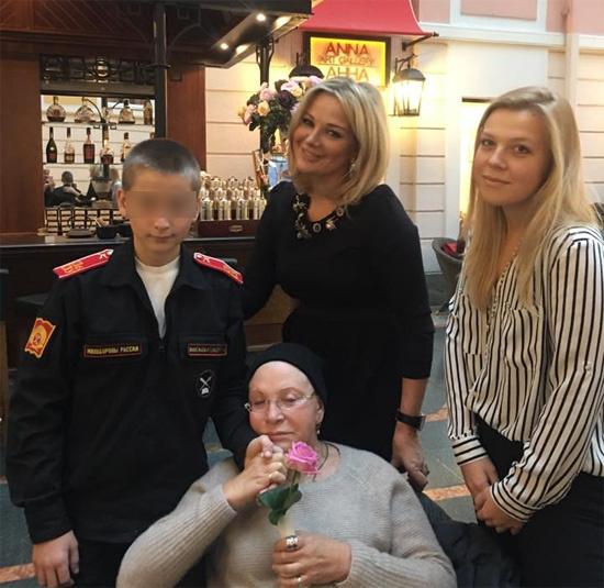 Мария Максакова с сыном, матерью Людмилой Максаковой и племянницей Анной