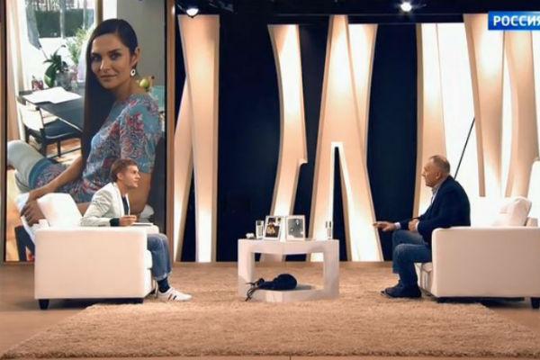 Владимир говорит, что Анна очень похожа на него в молодости