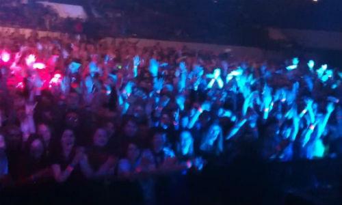 В кадр попали и фанаты и участники музыкального коллектива Земфиры