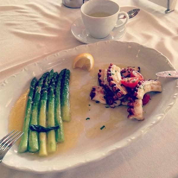 «Я ем и худею. Вот, например, мой ужин!» - написала Чехова в своем микроблоге.