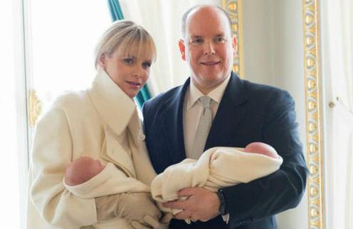Княгиня и князь Монако с детьми