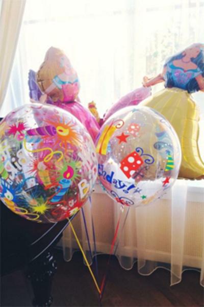 Праздничное настроение в доме создавали воздушные шары