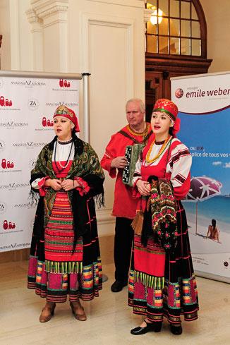 Гостей развлекал ансамбль русской-народной песни