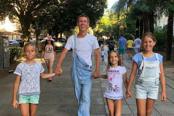 Панин отдыхал в Крыму вместе с друзьями и их детьми