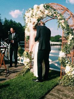 Младшая сестра невесты выложила фото со свадьбы