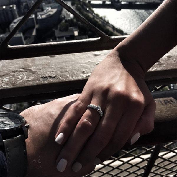 «Я – невеста», - ровно неделю назад сообщила всем Элла Суханова
