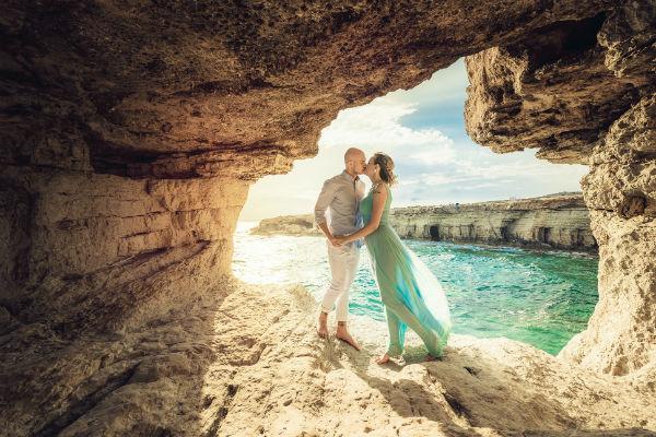 Мыс Греко - самое красивое место для свадебных фотографий. Платье марки MD Джемала Махмудова