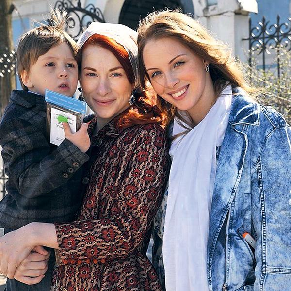 Саша Дибров на руках у крестной Луизы Потаповой