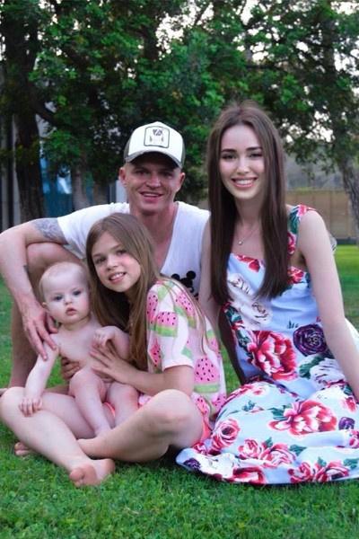 Дмитрий Тарасов провел выходные с женой и дочерьми