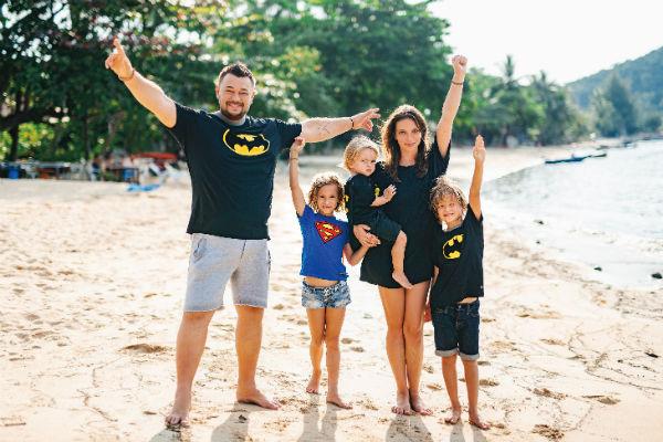Супруги воспитывают 8-летнюю Нику, 7-летнего Энджела и Мирона, которому в сентябре исполнится 3 года