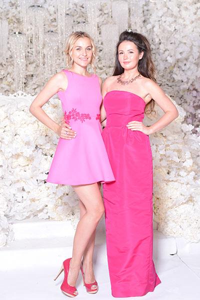 «Миссис Россия» Анна Городжая, свадебный распорядитель агентства «Свадьберри» вместе с декоратором мероприятия Юлией Шакировой.