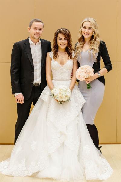 Галина и Евгений с организатором свадьбы Анной Городжей