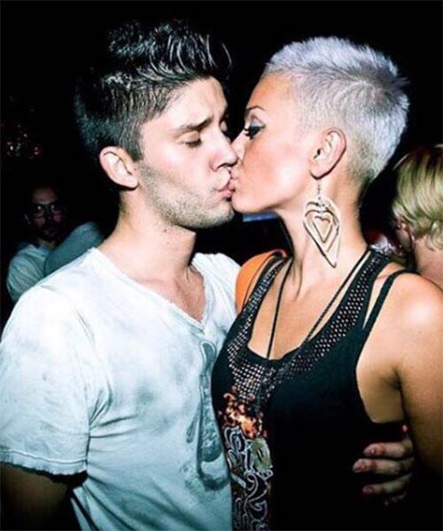 Таня Терешина поделилась архивным фото, уточнив, что это первый снимок, запечатлевший их со Славой Никитиным поцелуй