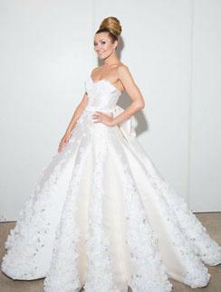 Анжелика Агурбаш примерила шикарное свадебное платье в рамках модного показа