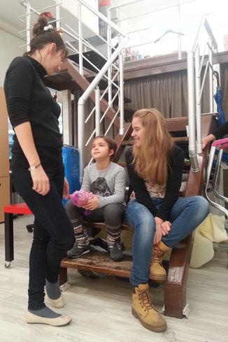 Дочь Ирины Пеговой Таня и дочь Юлии Августовой Ира на съемках