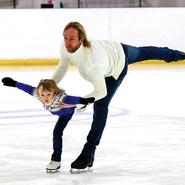 Саша Плющенко активно тренируется вместе со знаменитым отцом