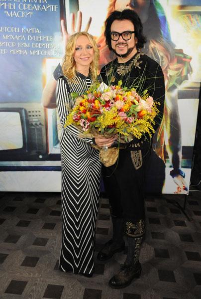 Поздравить Кристину пришел Филипп Киркоров с шикарным букетом весенних цветов