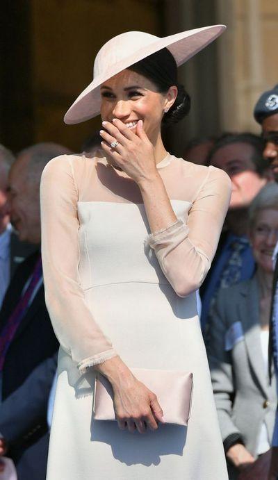 Меган Маркл остановилась на спокойном нюдовом оттенке платья
