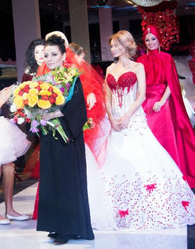 Дизайнер Галия Ахматова с участниками показа