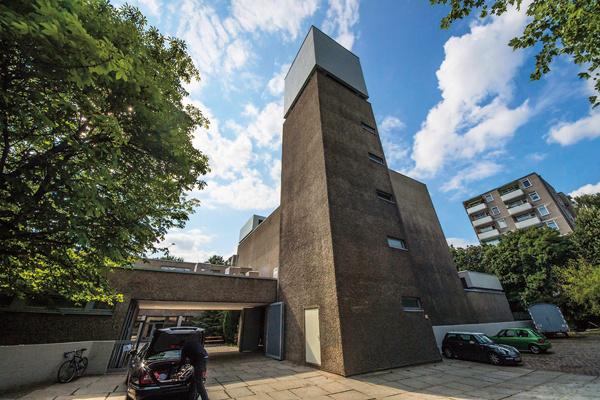 Это не бункер, а бывшая церковь и сегодня самая известная арт-площадка немецкой столицы – Кениг