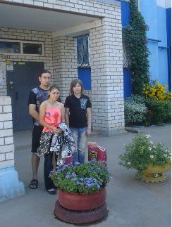 Карнык с детьми, Ульяной и Сашей