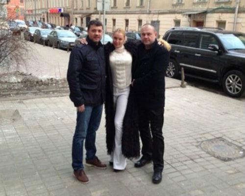 Слева направо: Бахтияр Салимов, Анастасия Волочкова и друг балерины