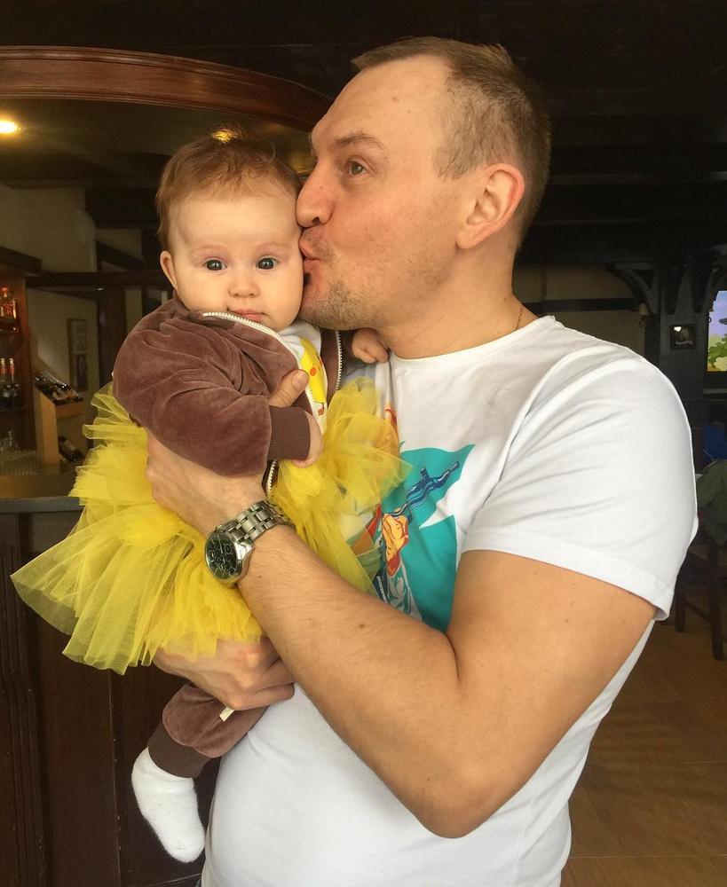 Рустам Солнцев копит деньги на суррогатную мать