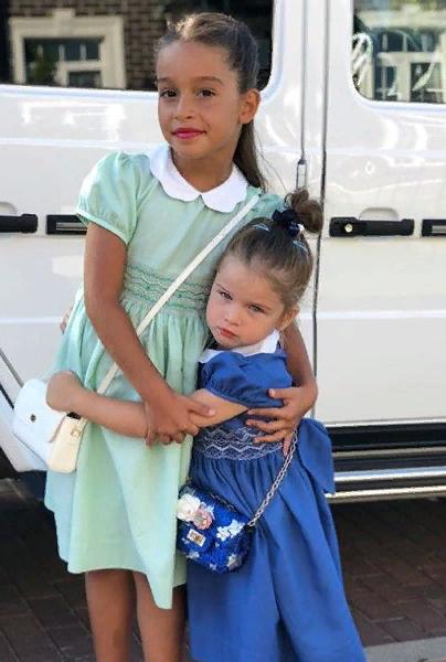 Дочери Бородиной Маруся и Теона, как и звездная мама, стали любимицами публики