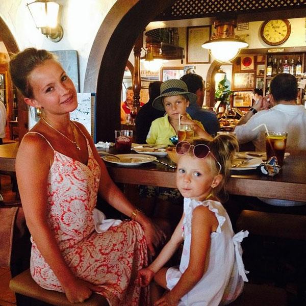 Анна с детьми Федором и Анфисой