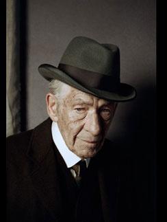 Иэн Маккеллен в образе Шерлока Холмса
