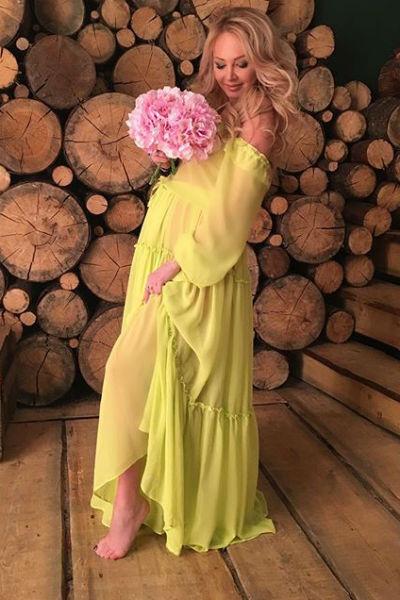 На фотосессии блондинка позировала в разных нарядах