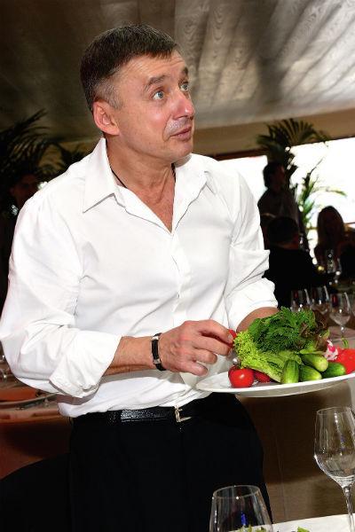 Ресторатор лично дегустировал блюда из меню своих заведений