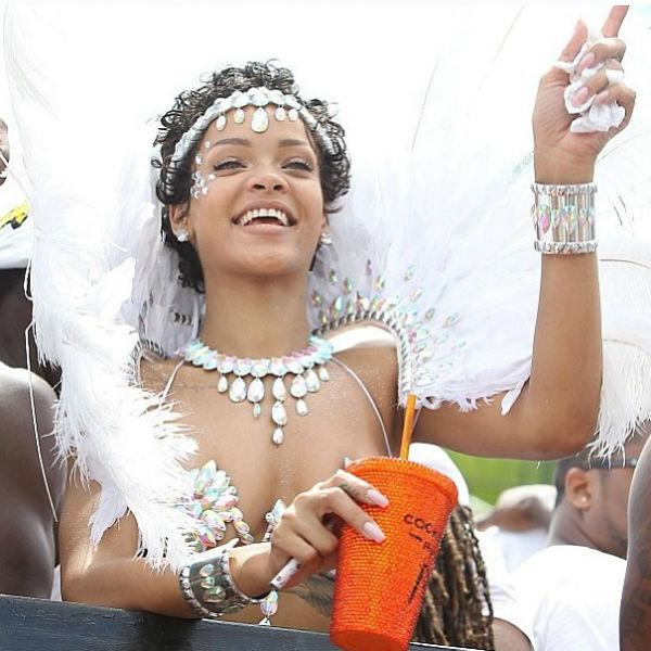 Судя по снимкам, которые Рианна разместила в «Инстаграме», певица повеселилась от души
