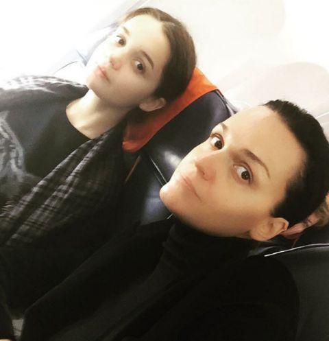 Певица Слава летит с дочерью в Сочи