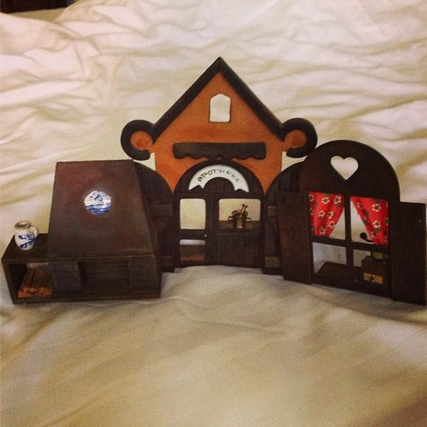 Вещи, которые Марина купила на барохолке.