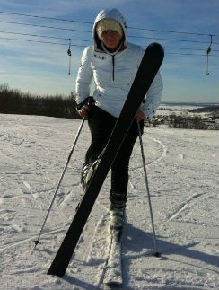 Елена Ваенга исполнила несколько па на лыжах