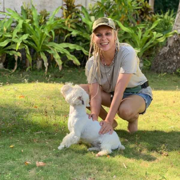 Яна Троянова и ее любимая собака