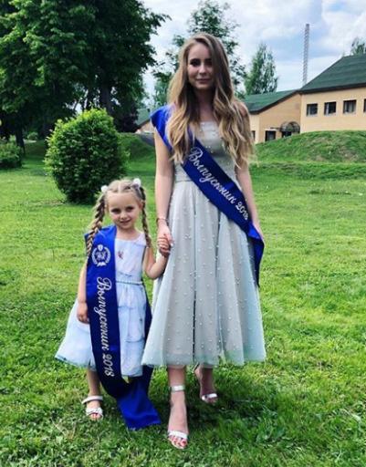 Дочь Татьяны Навки Саша Жулина с младшей сестрой Надей