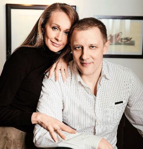 Сергей 9 лет женат на актрисе Полине Невзоровой, дочери телеведущего Александра Невзорова