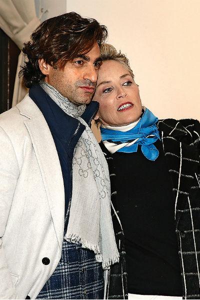 Актриса вернула Анджело кольцо через два месяца после предложения